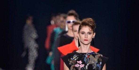 Por que os estilistas fazem roupas tão estranhas?