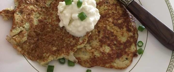 Pancake de couve-flor sem glúten e sem lactose.